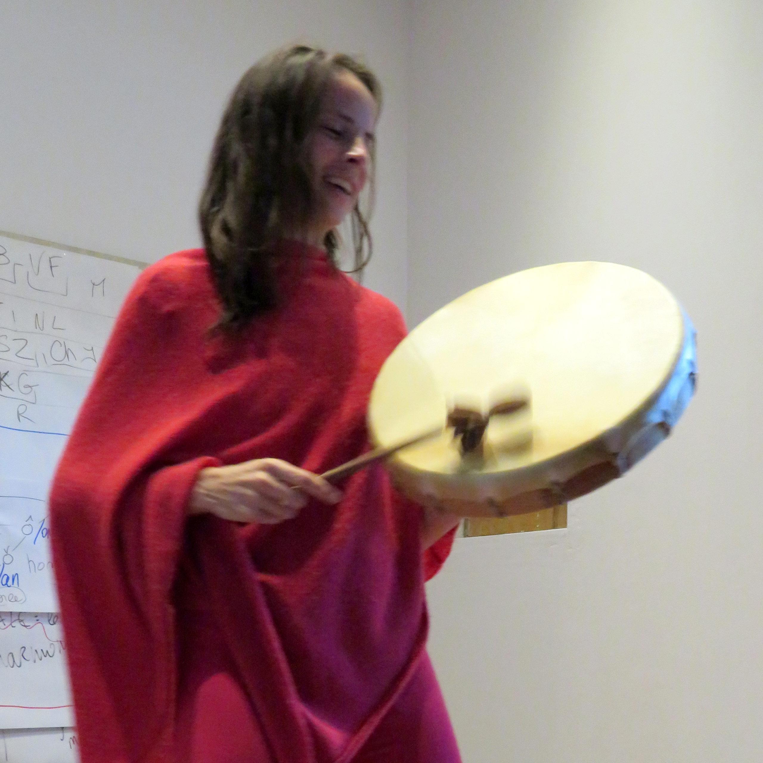 Formation Enseigner le Chant Prénatal - joueuse de tambour